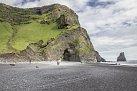 Hálsanefshellir je pozoruhodný přírodní úkaz – na jedné straně přírodní varhany, na straně druhé jeskyně ze sloupcovitého čediče. Leží v jihozápadní části údolí Reynisfjall kde se hora setkává s pláží tvořenou černým pískem.