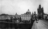 Celkový pohled na starobylou Prahua řeku Vltavu, kterou skladatel Smetana zvěčnil v symfonické básni.