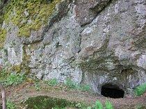 Série skalek, skalních výchozů a defilé zde odkrývá  nevytříděné uloženiny laharů, jež obsahují četné, většinou dosti zaoblené úlomky  různých bazaltických hornin.