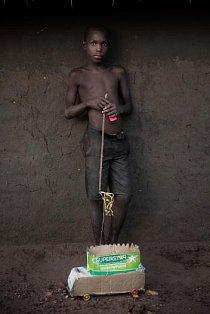 V rukou jedenáctiletého Martina Salaha se krabice na mýdlo proměnila na nákladní vůz.