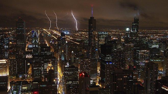 Co vyfotit v Chicagu? A co třeba bouřku. Z mrakodrapu