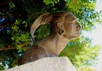 Busta náčelníka Hatueye před katedrálou Nuestra Seňora.