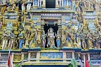 Do chrámu Buddhova zubu se sjíždějí lidé z celého světa.