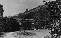 "Praha, ""Růže Evropy"", město zahrad: jedna z palácových zahrad na Hradčanech."
