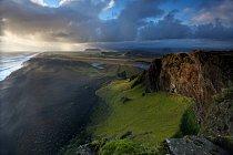Pohled z mysu Dyrholaey, jižní Island
