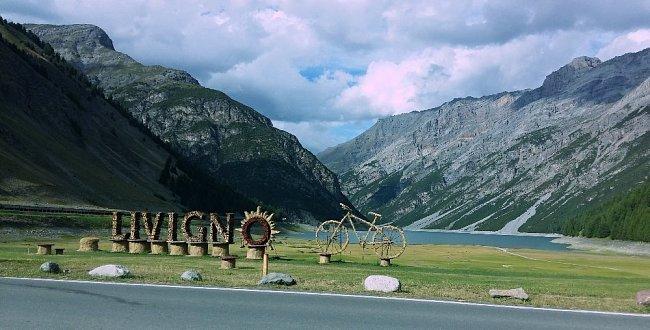 I přes složitější dostupnost se však Livigno prosazuje také v létě jako málokteré jiné alpské středisko. Je to určitě i tím, že sice nechalo vtrhnout moderní dobu tam, kde po staletí skoro nic nového nebylo, ale zároveň si zachovalo svůj tradiční ráz.