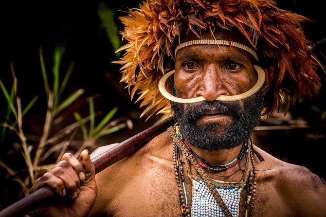 Domorodý kmen Dani, který se skrývá vysoko v horách na ostrově Nová Guinea, objevil náhodou v roce 1938 americký filantrop Richard Archbold.