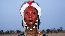 Soutěž o nejkrásnějšího muže po africku. Tancují sedm dní a zdobí se od hlavy až k patě
