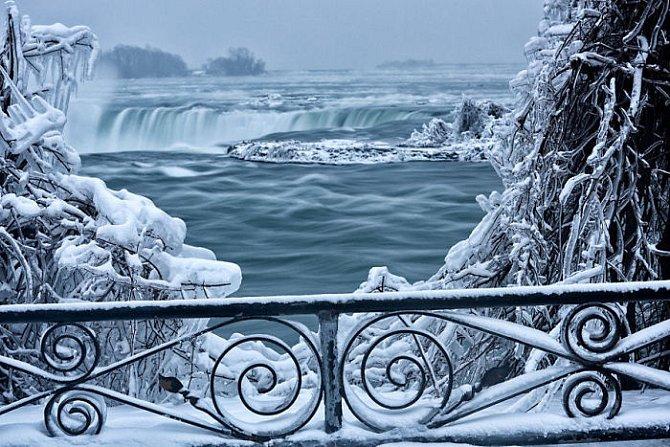 Nezvyklý pohled na druhé největší vodopády na světě.