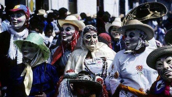 Fiesta v Mexiku se slaví do rána. S hudbou, tequilou, jídlem i slepými patronami