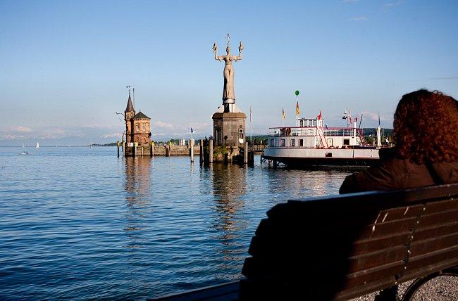 Impéria - socha od Petera Lenka, postavená v roce 1993. Devět metrů vysoká, vážící 18 tun se pohybuje na otočném podstavci. Znázorňuje motiv povídky Honoré de Balzaca - kurtizána drží na rukou nahého