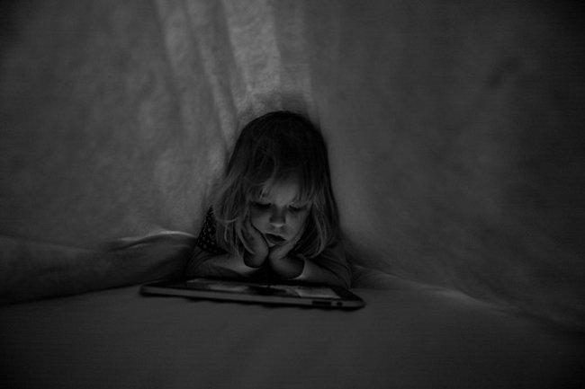 Ukrytý s iPadem