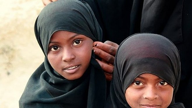Láska zakrytá čádorem. Jak přežívají zlomená srdce v Jemenu?