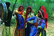 Kočovní umělci (tanečník a bubeník), pravděpodobně Dómové či Natové, Jódhupur,  Rádžastán (Indie), 1980.