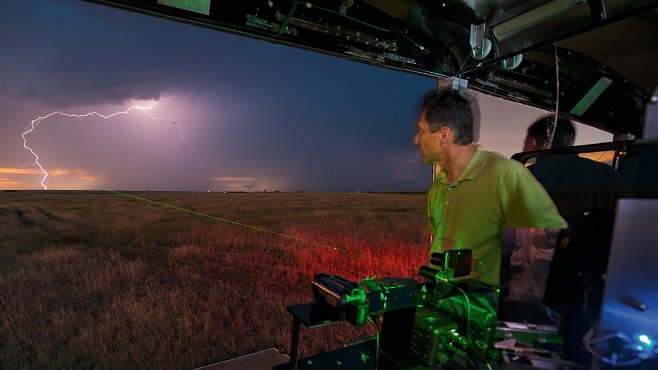 Exkluzivně pro NG: Jak ulovit blesk přímo při vzniku? Se speciální kamerou lze všechno