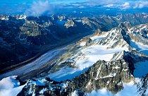 Z letadla připomíná Elridge Glacier řeku.