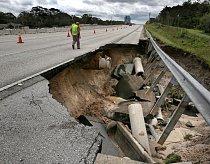 Uzavřena musela být propadlá silnice poblíž města Longwood.