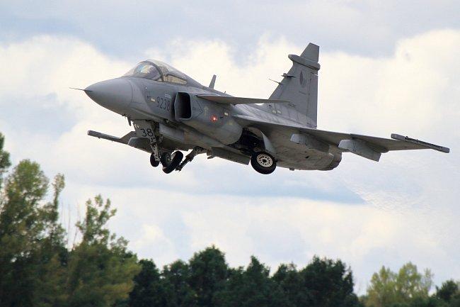 Stíhačka Gripen patří mezi celebrity leteckých přehlídek.