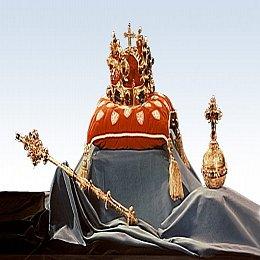 Se Svatováclavskou korunou v ruce