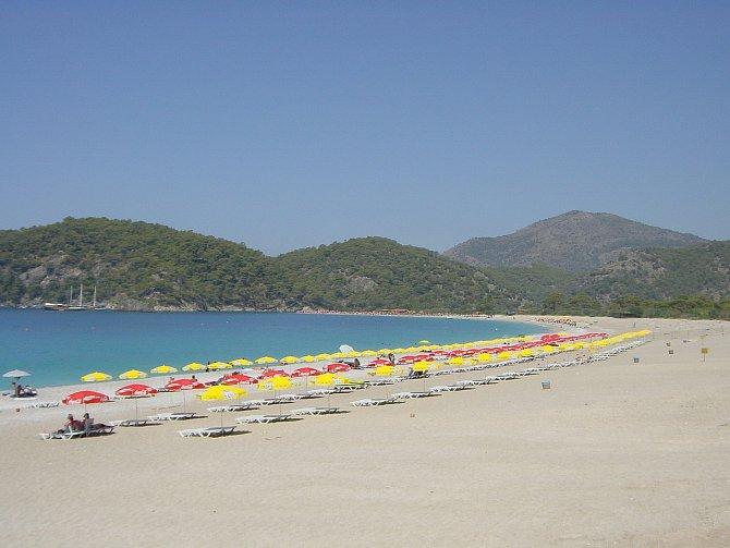 Turecko nenabízí jen moře, teplé počasí a levné nákupy. Vykoupat se můžete v Modré laguně Ölüdeniz nebo si odpočinout v tureckých lázních Hamam.