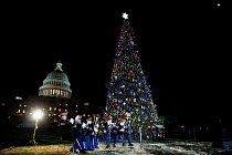 Vánoční strom před Capitolem ve Washingtonu.