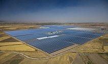 Nejmodernější solární elektrárna světa je velká jako 70 fotbalových hřišť