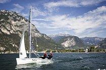 Jezero Garda bývá často také dějištěm světových klání v jachtingu