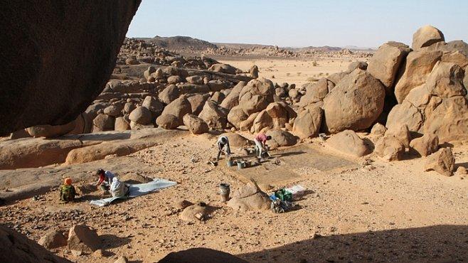 Čeští egyptologové objevili v Súdánu jedno z největších pohřebišť. Je staré 8 až 10 tisíc let