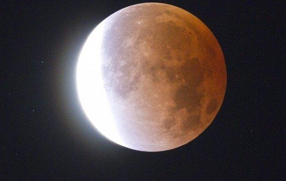 Takhle různě viděli zatmění Měsíce lidé na Zemi: v Jeruzalémě, Číně, Egyptě i jinde