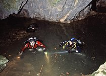 Potápěči v dolním jezírku