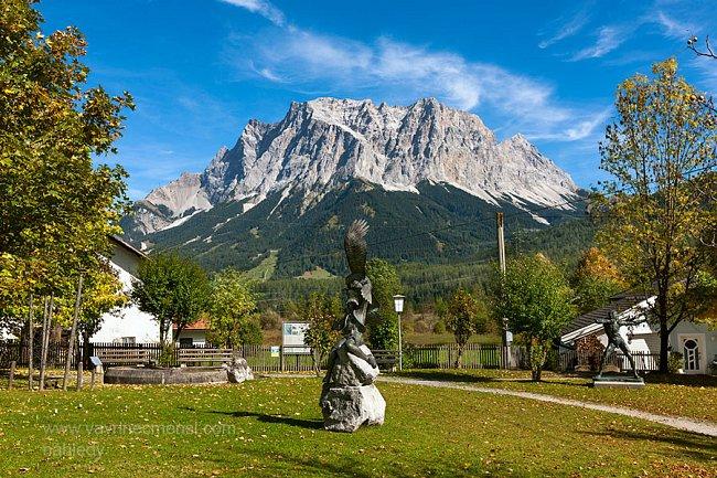 Zugspitze při pohledu zvesnice Ehrwald.