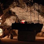 V Jeskyni šílenství zavírali do okovů duševně choré