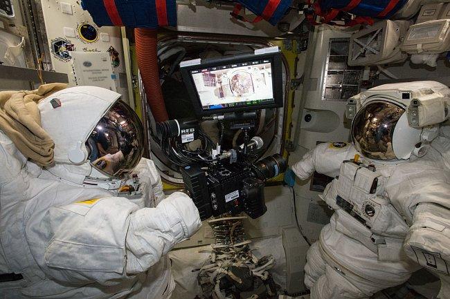 Takhle se natáčí na opravdové vesmírné stanici.