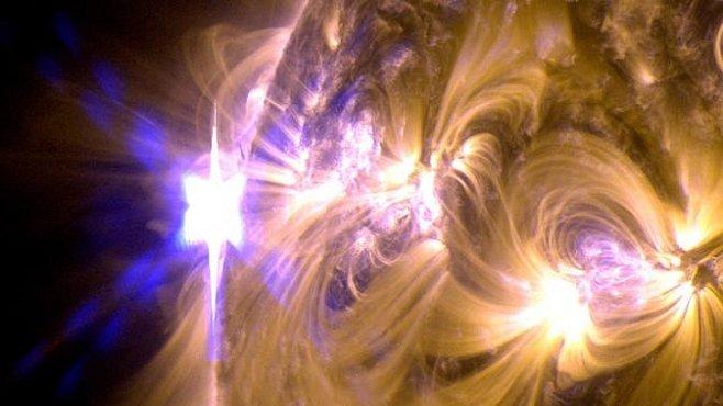 Sluneční aktivita vrcholí erupcemi o síle miliardy vodíkových bomb
