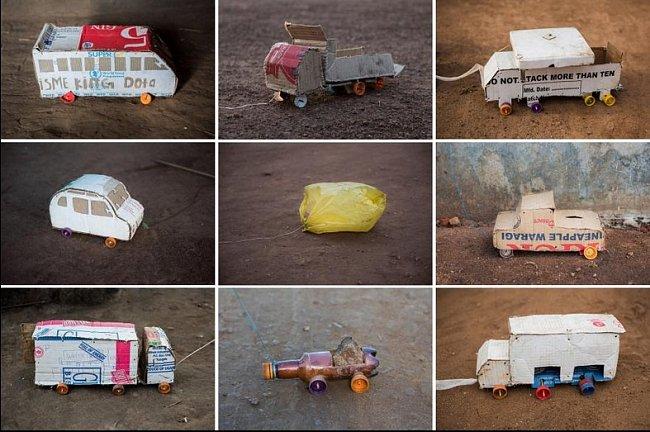 Kartonové krabice od zásilek s humanitární pomocí dostaly druhou šanci v podobě hraček aut, náklaďáků a autobusů.