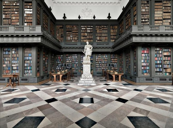 Codrington Library, Oxford, Anglie: Mezi 180 000 svazky v oxfordské Codrington Library jsou rukopisy z 11. století a památky na Lawrence z Arábie. Knihovna není otevřená pro veřejnost, o návštěvu mohou požádat jen vědci bona fide a studenti z Oxfordu.