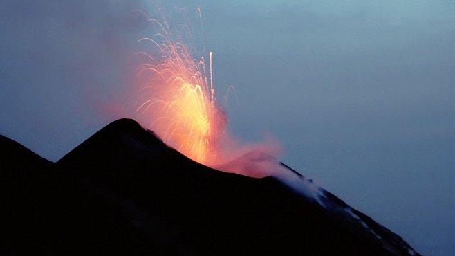 Liparské ostrovy. Zakázané pozorování erupce Stromboli stálo za to