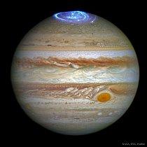 Podobně jako Země se i plynný obr Jupiter pyšní krásou polární záře. Tato byla obzvláště silná a zachytila ji sonda Juno.