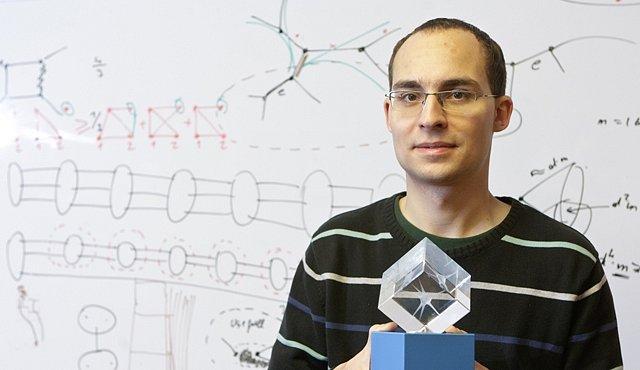 Matematika má pověst vědy pro podivíny, říká Daniel Kráľ