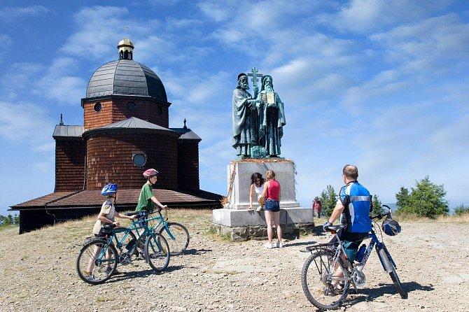 V Beskydech je řada cyklotras, které mají různou obtížnost zdolávání. Jedna z nich vede z Pusteven až do Rožnova pod Radhoštěm.