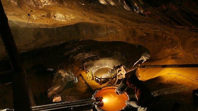 Solný důl Vělička je podzemní zázrak jako z Pána prstenů
