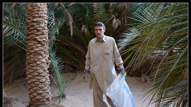 Uklízel jsem na poušti odpadky. Unikátní způsob jak se dostat do Egypta