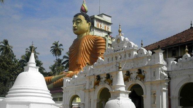 Finty a podvody. Směnárníci na Srí Lance mění peníze za kamínky