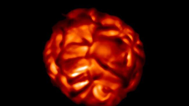 VIDEO: Červený obr před explozí připomíná pulzující srdce před infarktem
