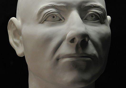 Český vampýr Tobiáš byl kulhavý obr. Kostra záhadně pohřbeného muže poprvé představena