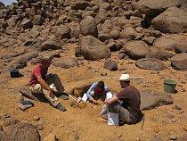 Výzkum sídliště lovců-sběračů na lokalitě Liščí kopec, pohoří Sabaloka, výzkumy ČEgÚ.