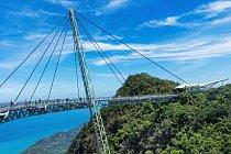 Sky Bridge, ostrov Langkawi, Malajsie: Most pro pěší zavěšený na pylonu vysokém 82 metrů vás provede 125 metrů nad krajinou deštného pralesa.