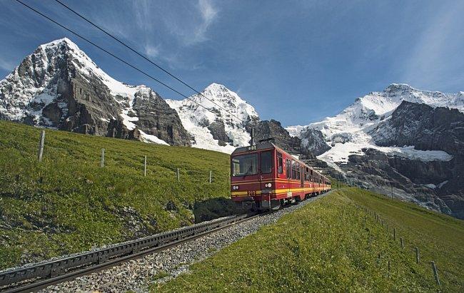 Zubačka zKleine Scheidegg na Jungfraujoch