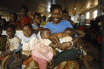 Vracející se uprchlíci připluli z Ghany lodí.