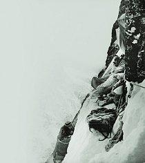 Poslední bivak, 150 metrů pod vrcholem. Výstup na Trollryggen, 1976